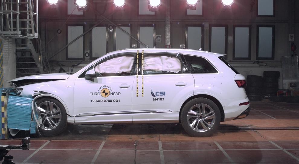 Il crash test dell'Audi Q7 superato a pieni voti