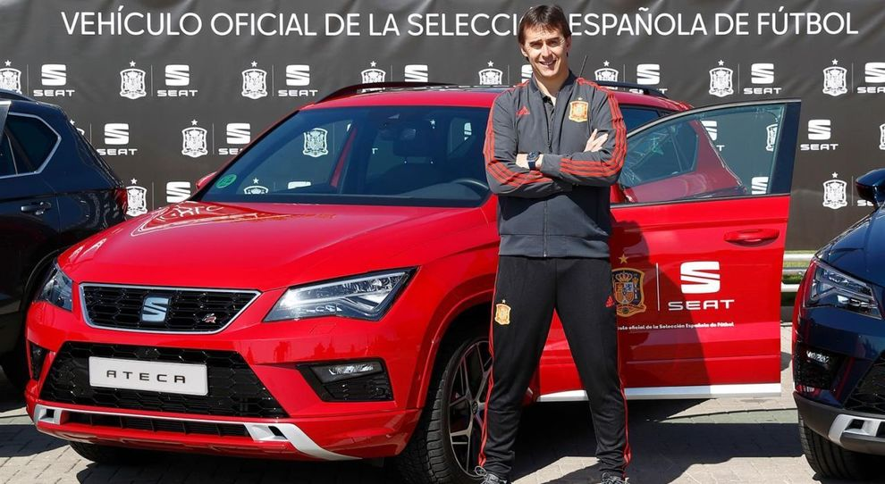 La Seat Ateca con il selezionatore spagnolo Julen Lopetegui