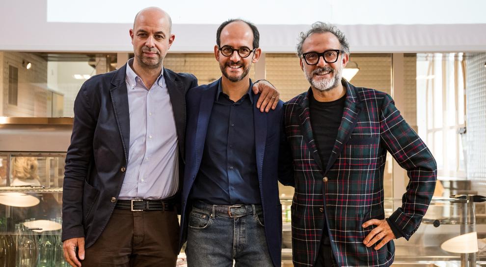 Da sinistra Stefano Ronzoni, Direttore MINI, Roberto Olivi, direttore comunicazione BMW e lo chef stellato Massimo Bottura