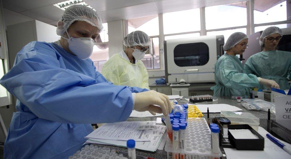 COVID-19, dalle nuove cure al vaccino: qualcosa si farà
