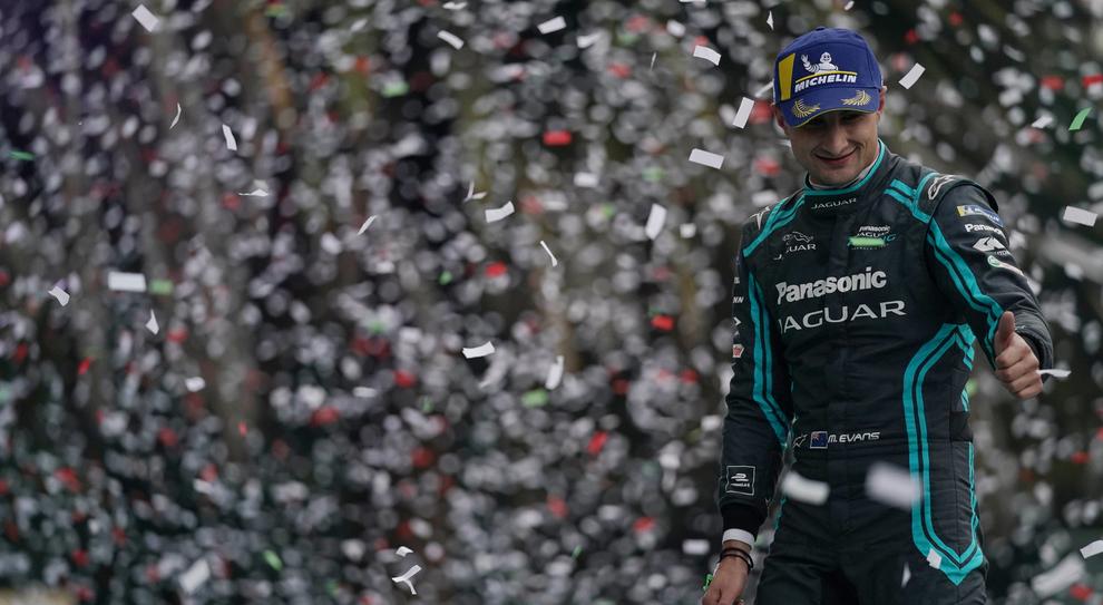 Mitch Evans festeggia sul podio in Messico