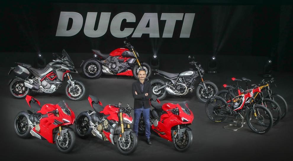 Il ceo della Ducati Claudio Domenicali in mezzo alle novità 2020