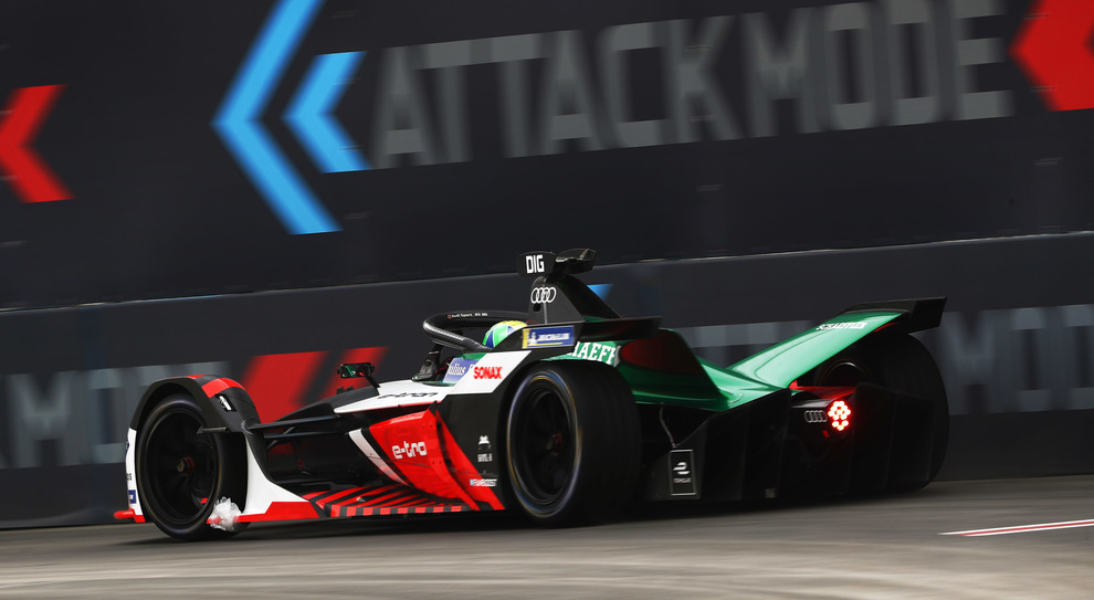 L'Audi di Lucas di Grassi sale al secondo posto a Diriyah per la penalità inflitta alla BMW di Guenther