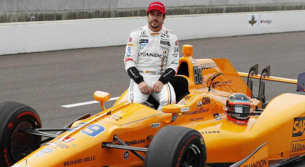 Fernando Alonso con la sua McLaren