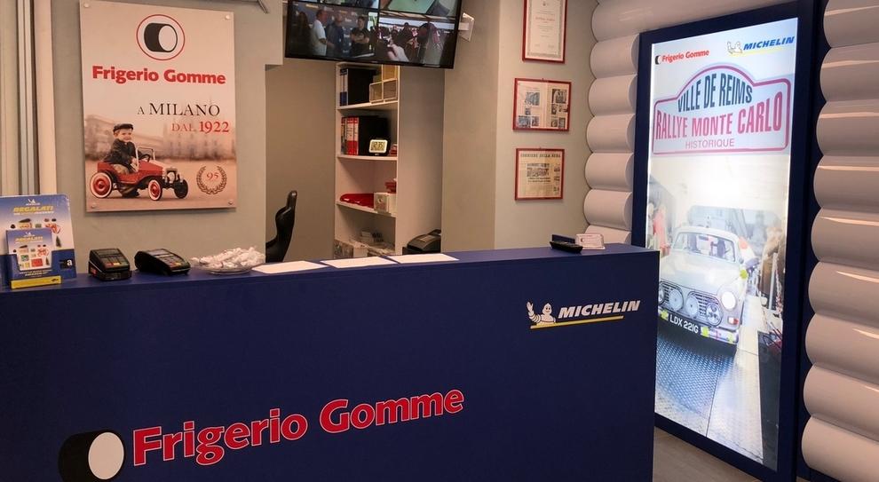 L'interno del negozio Michelin di Milano