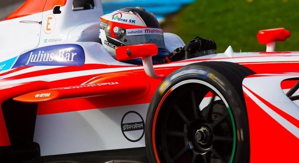 Felix Rosenqvist al volante della Mahindra di Formula E