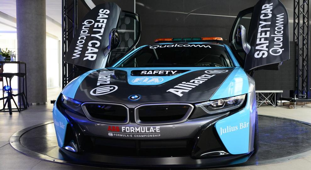 La Bmw i8 coupé con ricarica a induzione nuova safety car della Formula E