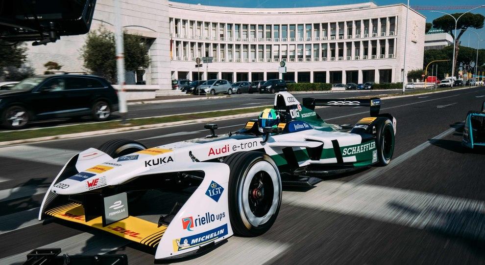 L'Audi di Formula E per le strade di Roma all'Eur