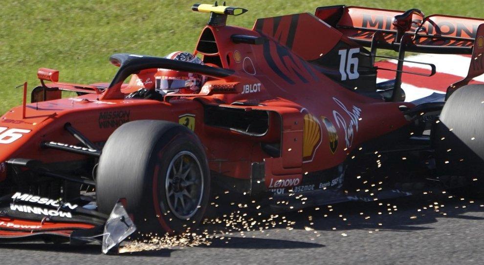 La Ferrari di Leclerc con l'alettone danneggiato dopo l'urto con Verstappen a Suzuka
