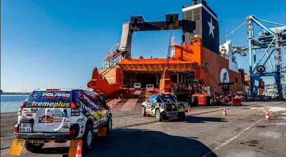 I mezzi della Dakar 2020 mentre si imbarcano sulla Jolly Palladio delle Linee Messina