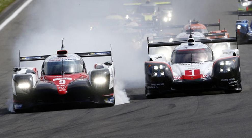 Un duello tra i bolidi Porsche e Toyota