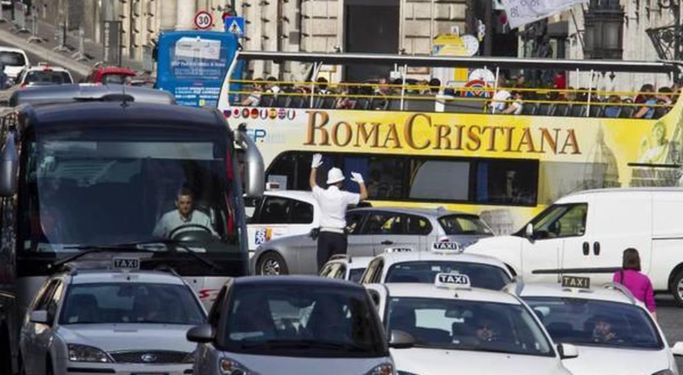 Roma seconda al mondo per ore perse nel traffico: dietro a Bogotà, Milano settima