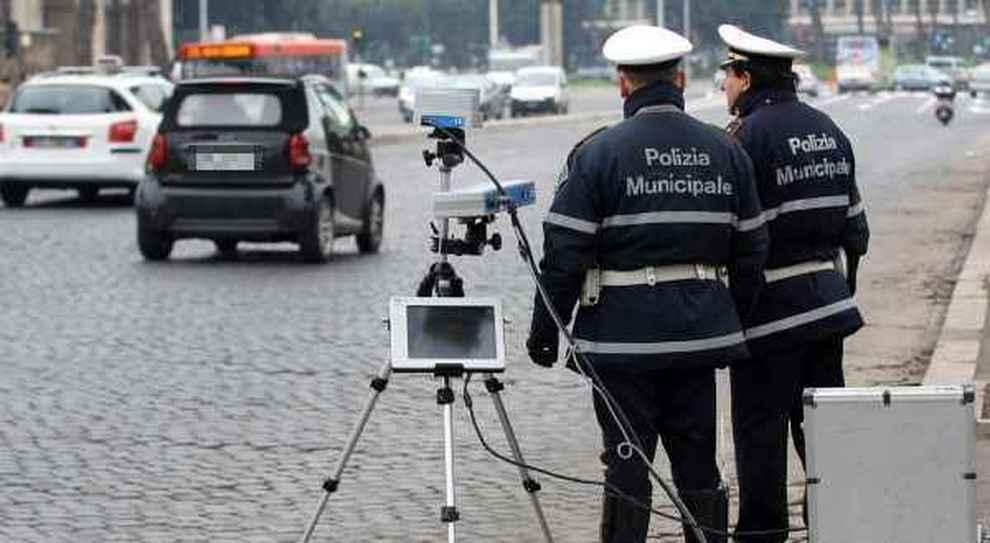 Un controllo della Polizia Municipale