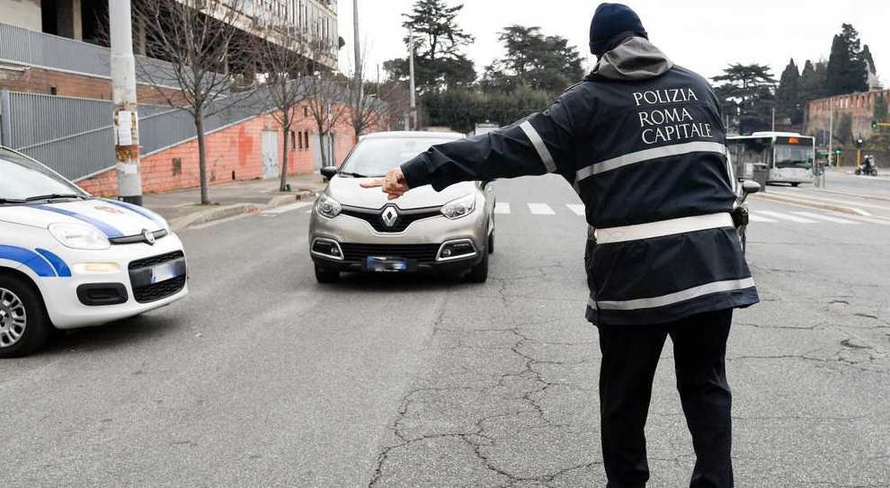 Un controllo della Polizia Municipale di Roma