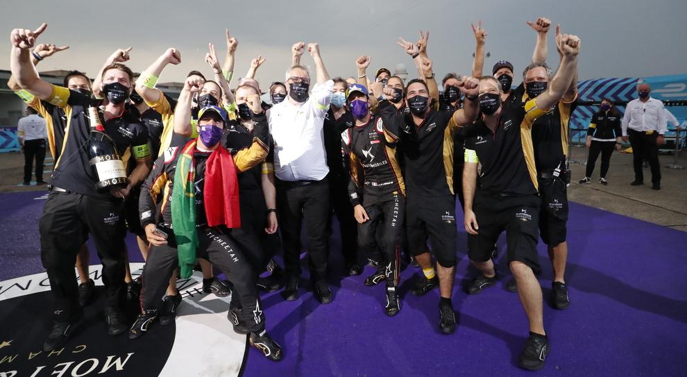 Da Costa ed il team DS festeggiano la vittoria del Campionato di Formula E sia piloti che costruttori
