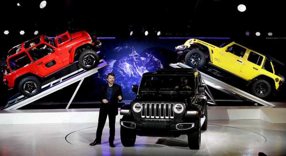 Mike Manley, presidente e ceo di Jeep, presenta la nuova Wrangler durante il Los Angeles Auto Show
