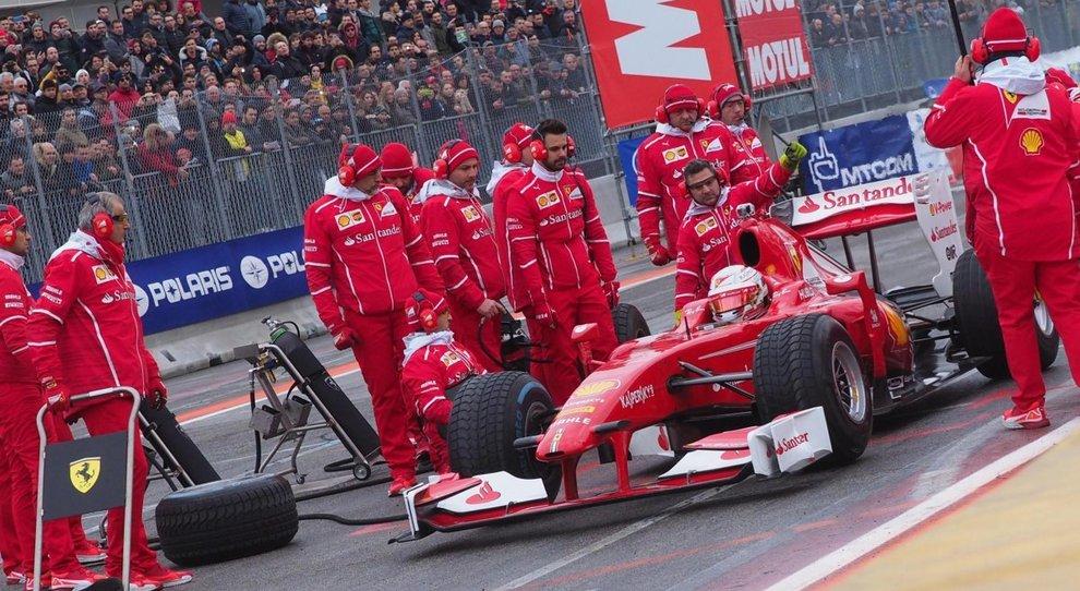 Un'esibizione della Ferrari di F1 nella mitica Area 48