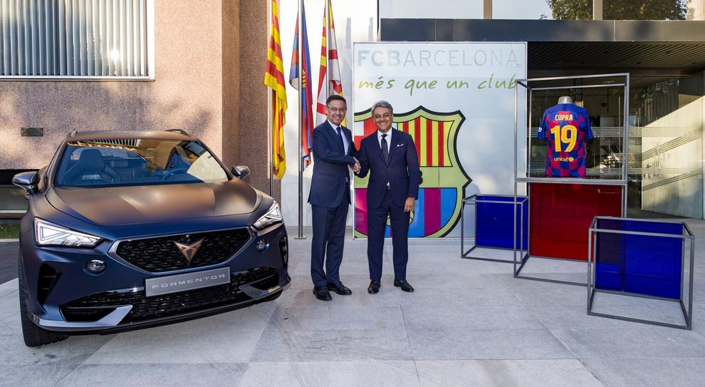 A destra Luca de Meo, Presidente di Seat e del Consiglio di amministrazione di Cupra, e Josep Maria Bartomeu, Presidente dell'FC Barcelona