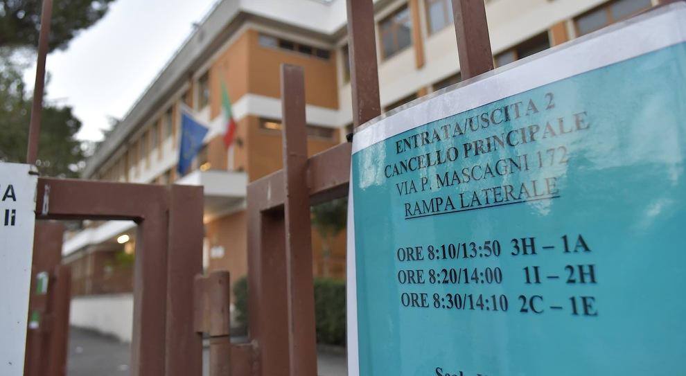 Scuola Sinopoli di via Mascagni a Roma chiusa per la variante brasiliana: tamponi a prof e studenti