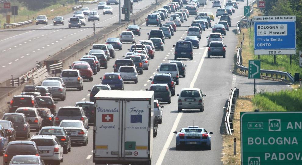 In autostrada a 150 km/h e parcheggi rosa: le novità del Codice della strada
