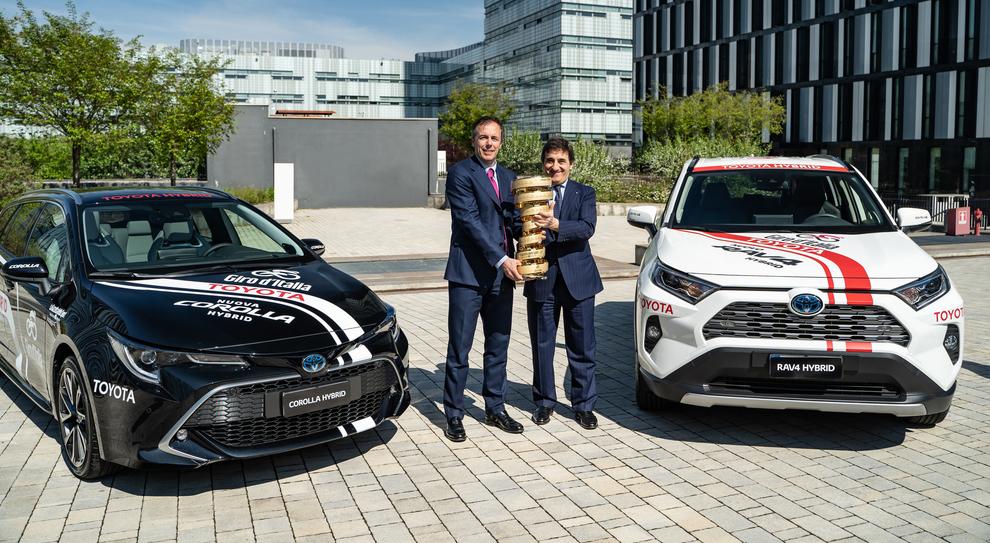 Da sinistra Mauro Caruccio, ad di Toyota Italia e Urbano Cairo presidente del gruppo RCS