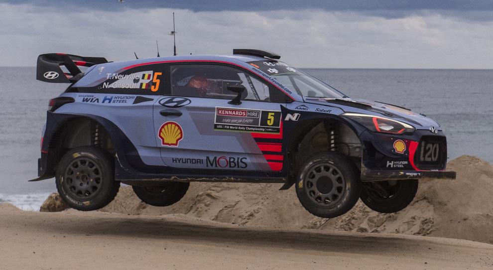 Thierry Neuville con la Hyundai i20 è il nuovo leader della classifica nel rally d'Australia 2017