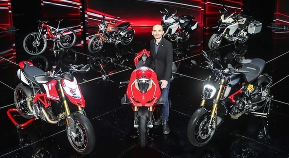 Claudio Domenicali, amministratore delegato della Ducati in mezzo ai gioielli presentati a Milano