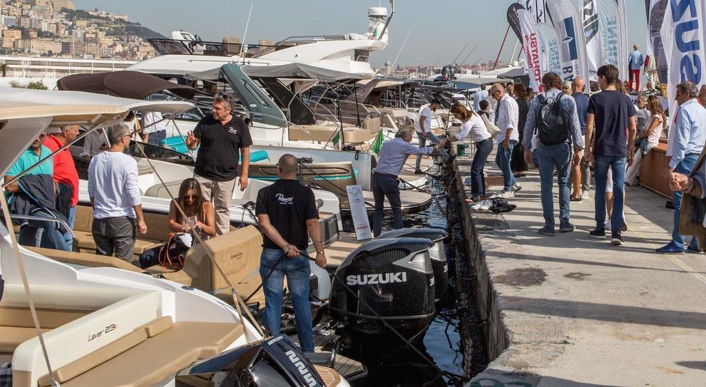 Il porticciolo del Circolo Posillipo in un vero e proprio bagno di folla nella prima giornata di Navigare 2018
