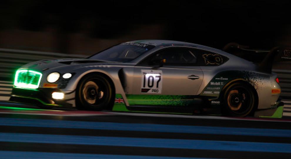 La Bentley vincitrice in Francia con al volante gli inglesi Pepper, Kane e il francese Gounon