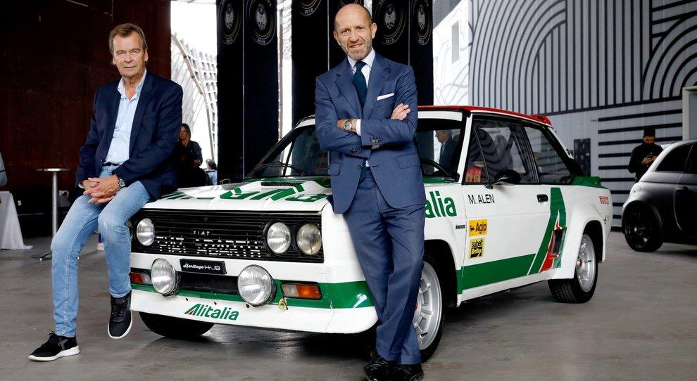 da sinistra l'ex pilota abarth Markku Alen e Luca Napolitano, capo del brand (e del marchio Fiat) per l'area Emea