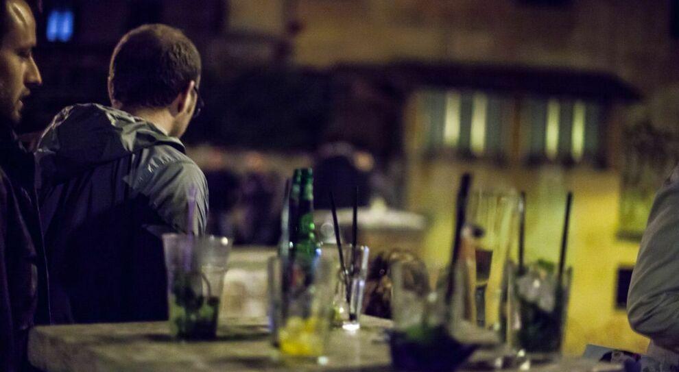 Alcol a Roma, stop dalle 18 nei minimarket: parte la stretta di Raggi