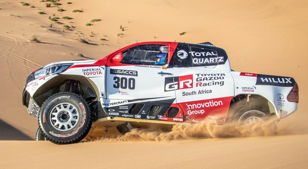 Uno dei test di Fernando Alonso sulla Toyota Hilux in Namibia per prepararsi alla Dakar 2020