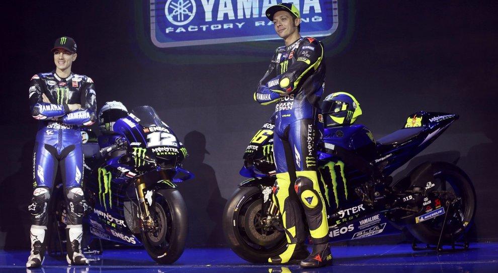 Maverik Vinales e Valentino Rossi con la nuova Yamaha M1