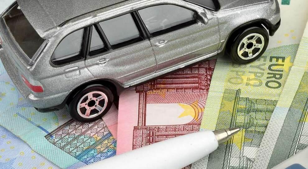 Rc auto scende del -6,1% nel quarto trimestre 2020, risparmio di 25 euro. Prezzo medio a 379 euro