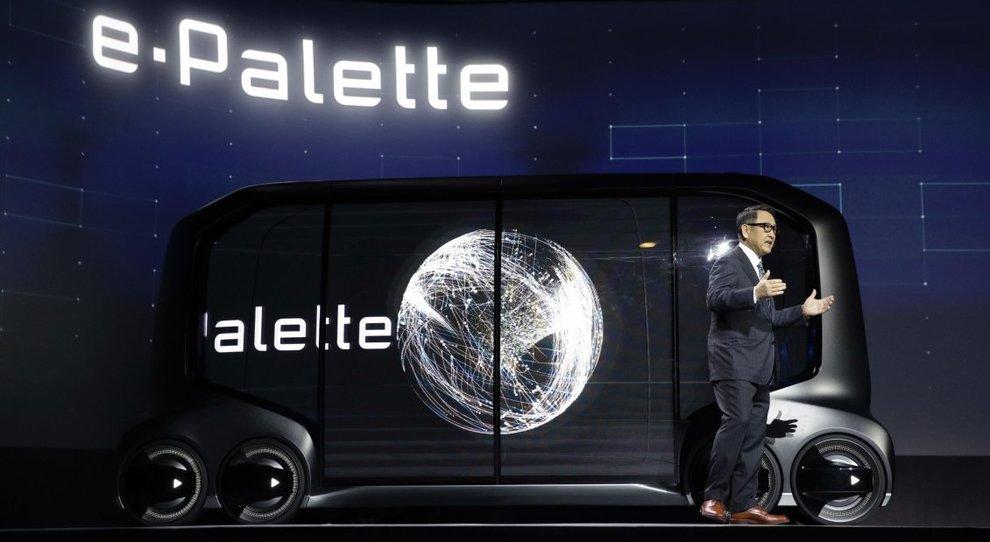 Akyo Toyoda, presidente di Toyota Motor Corporation,  presenta al CES 2018 il concept e-Palette