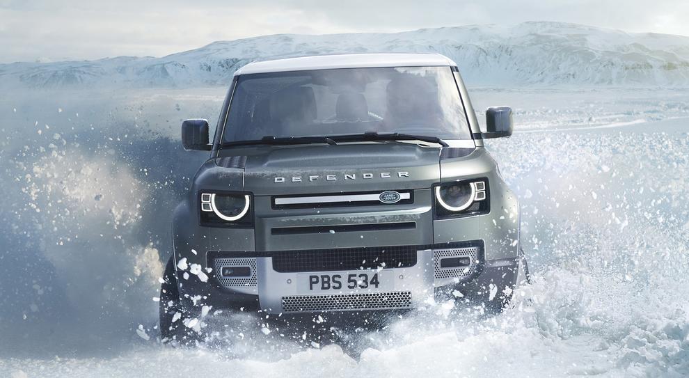 La nuova Land Rover Defender a suo agio nella neve