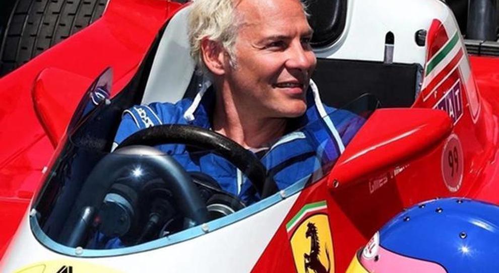Jacques Villeneuve su una Ferrari di F1 d'epoca