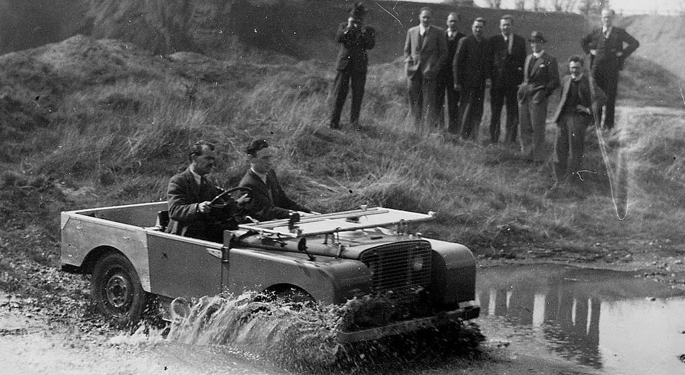 Un test della prima Defender nel 1948