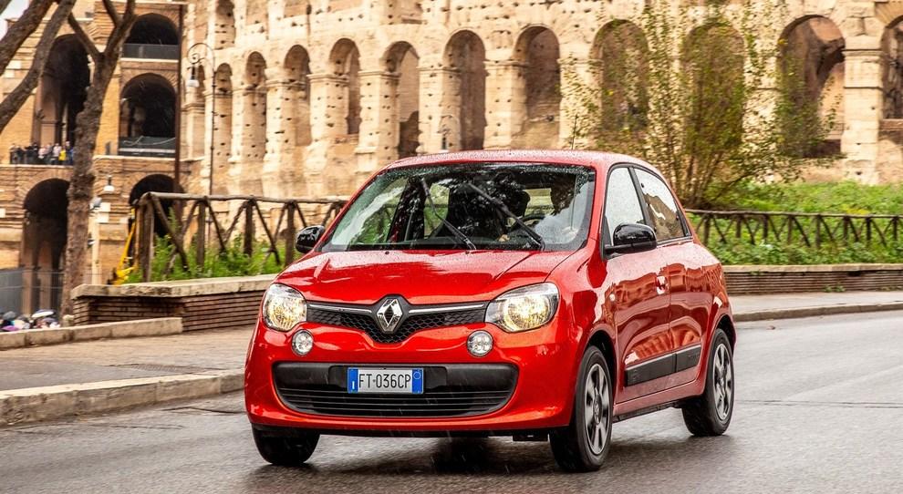 La Renault Twingo GPL in giro per le strade di Roma durante la prova