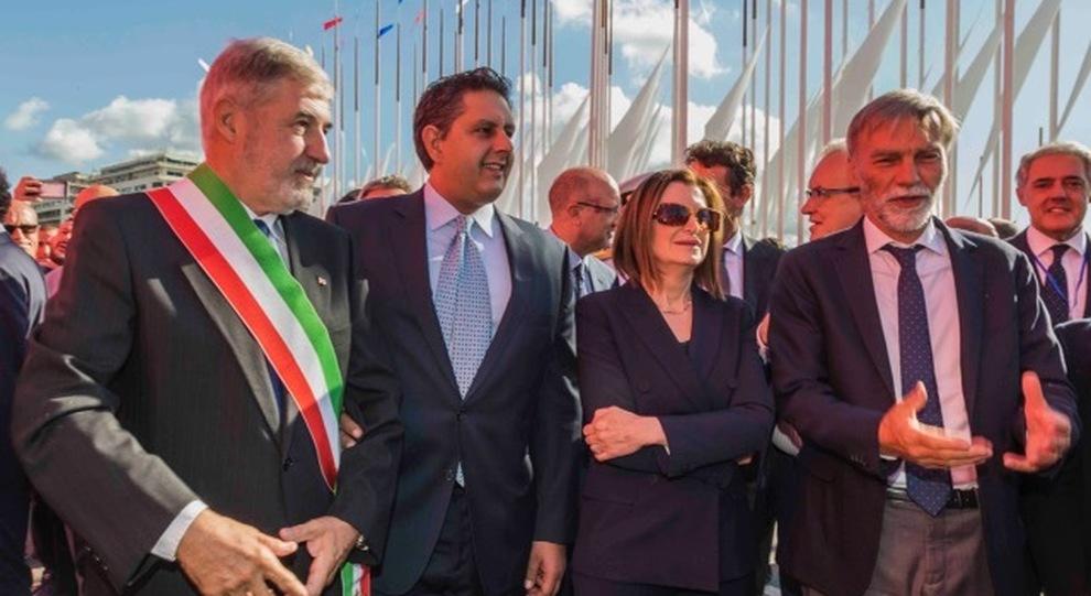 da destra il ministro Delrio, la presidente di Ucina Carla Demaria, il presidente della Regione Liguria Toti e il sindaco di Genova Bucci