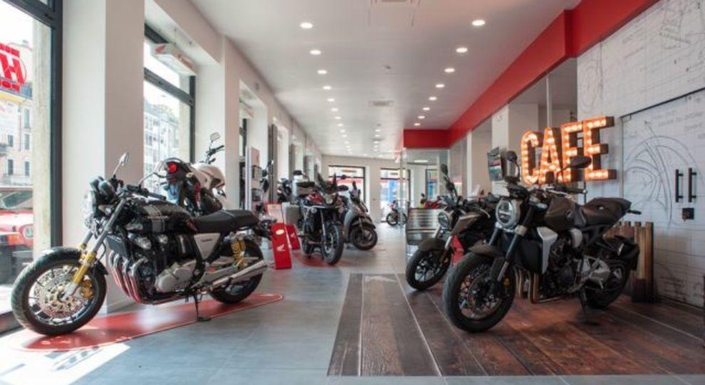 Gli interni rinnovati dell'Honda Point di Milano in occasione dei 20 anni di attività