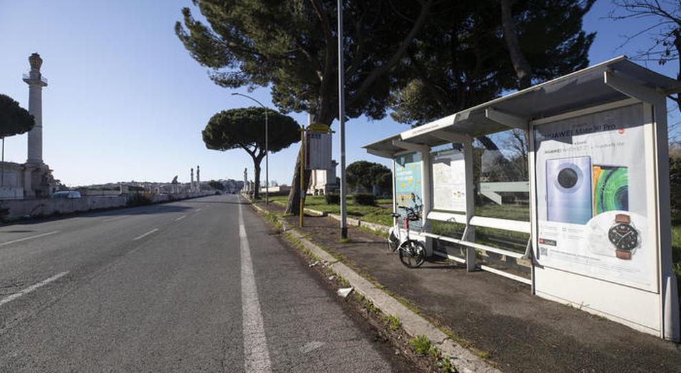 Una strada deserta a Roma