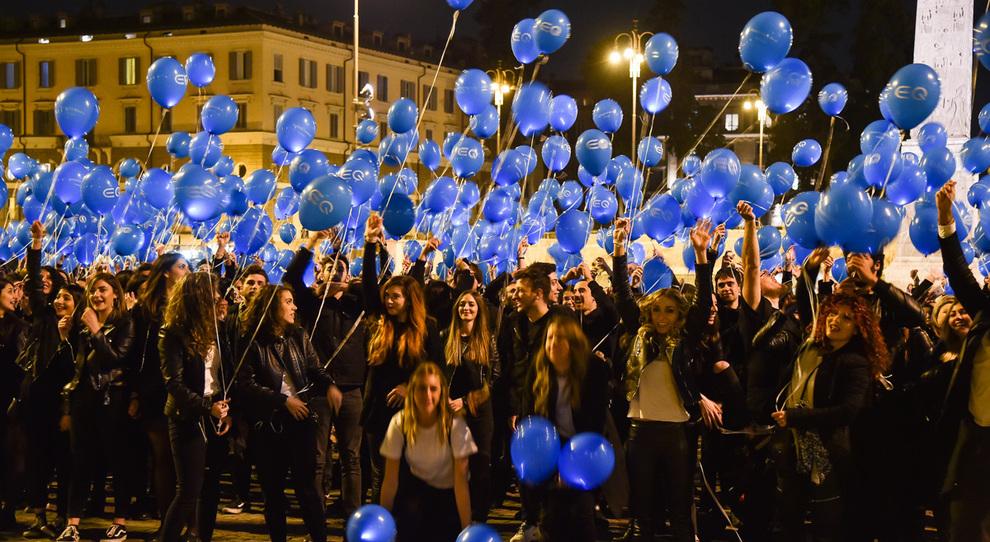 Un momento del flash mob di Mercedes in Piazza di Spagna