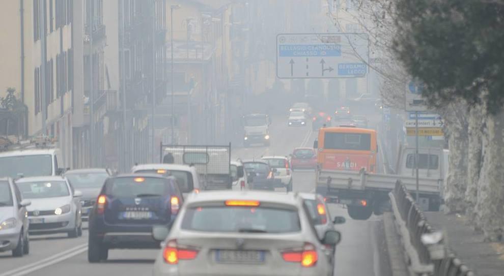Emergenza smog in Pianura Padana, blocchi per euro 4. Superati limiti dall'Emilia al Veneto