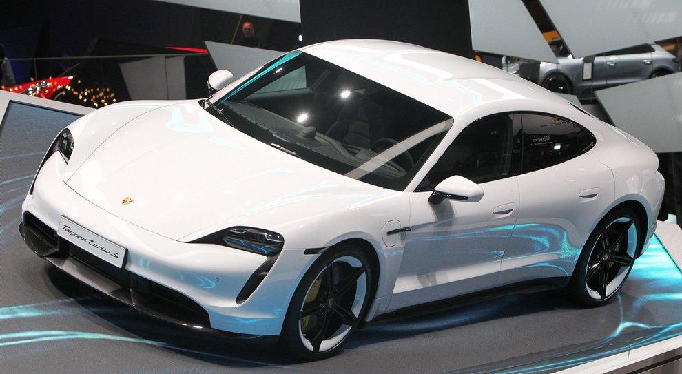 La nuova Porsche Taycan esposta a Francoforte
