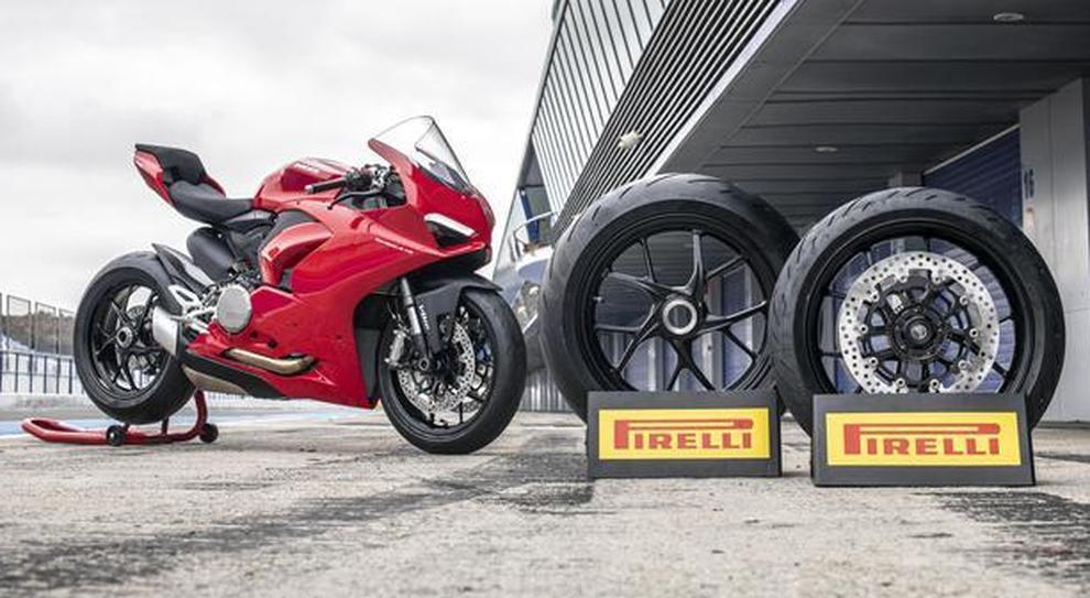 La Ducati Streetfighter V4 equipaggiata con pneumatici Pirelli Diablo Rossocorsa II