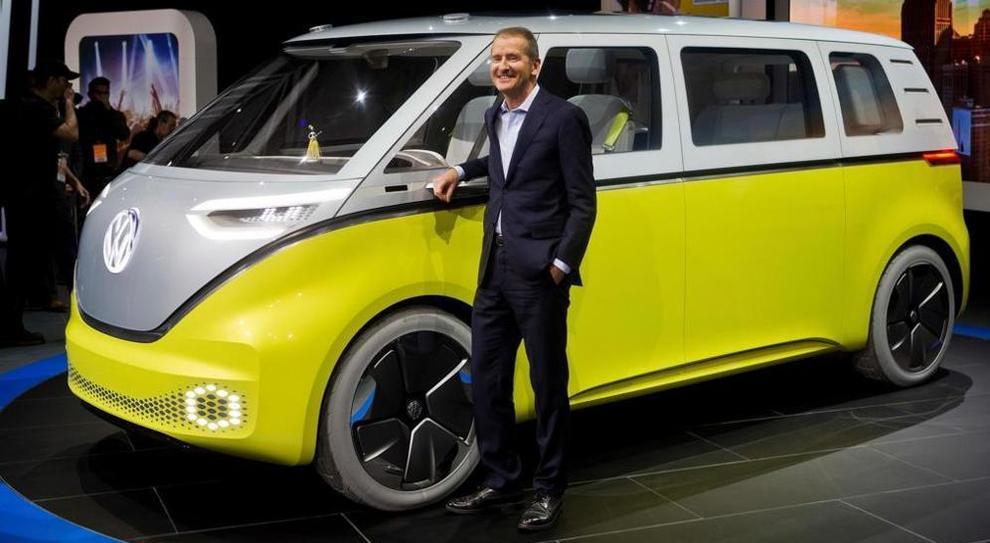 Herbert Diess, nuovo numero uno del Volkswagen Group con la I.D. Buzz