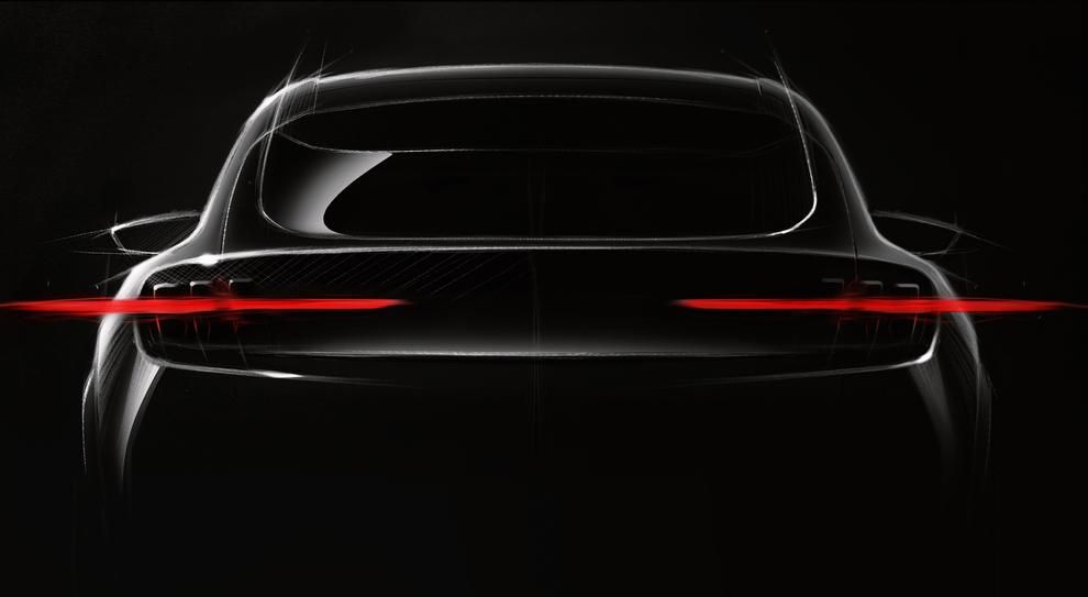 Il teaser in anteprima del crossover elettrico di Ford che si ispirerà alla Mustang