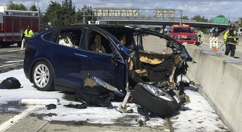 La Tesla Model X dopo l'incidente