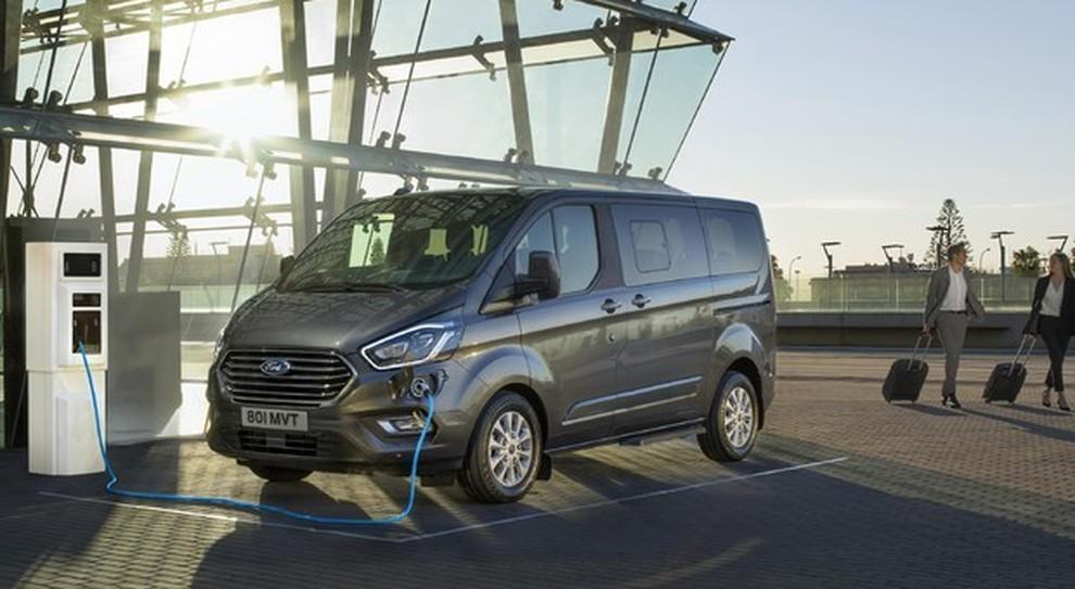 Il nuovo Ford Transit ibrido plug-in
